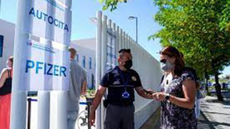 El Zendal baja el ritmo de vacunación ante el aumento de los ingresos hospitalarios