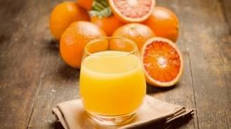 Mitos y verdades sobre los beneficios y propiedades del zumo de naranja
